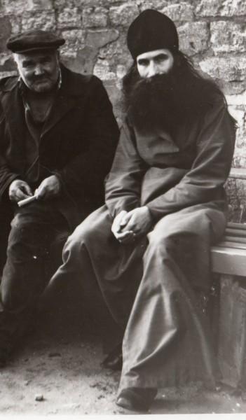 У стен Троицкого собора, 1982 г.