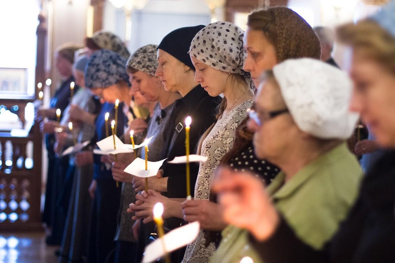 Как правильно молиться дома и в церкви