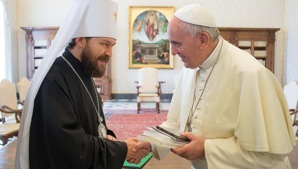 Митрополит Иларион и Папа Франциск. Фото: eparhia.ru