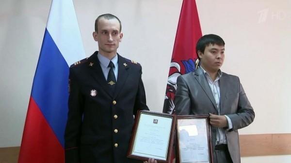 Мэр Москвы наградил спасителей женщины, упавшей на рельсы в метро