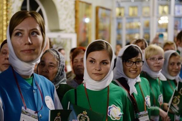 Патриарх Кирилл призвал молодежь в эпоху смартфонов не терять живых человеческих отношений