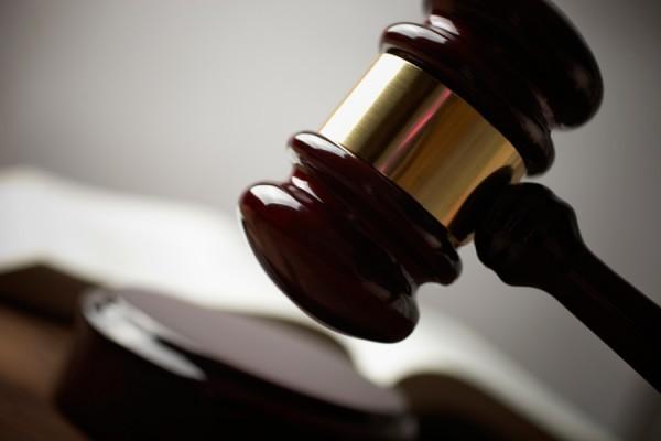 Российские женщины получили право на суд присяжных