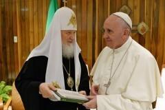 Митрополит Иларион: Визит Патриарха в Рим и Папы в Москву пока не планируется