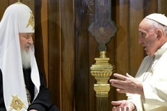 Патриарх Кирилл: Необходимо объединяться, защищая право исповедовать христианство