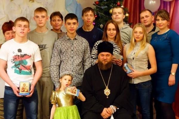 Дети детского дома №15 встретились с епископом Филиппом