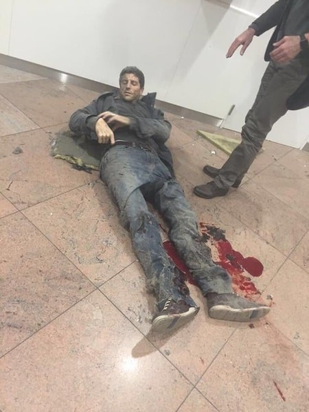 Очевидец: В аэропорту Брюсселя взорвалась сумка