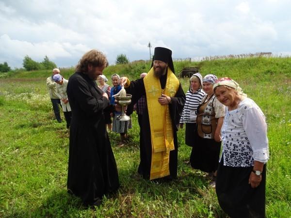 Освящение поклонного креста в селе Русское Тимкино
