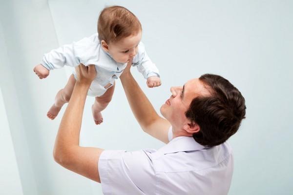 Отцы получат право на бесплатное образование в отпуске по уходу за ребенком