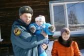 Пожарный спас двухлетнего малыша, приняв на себя полтонны снега
