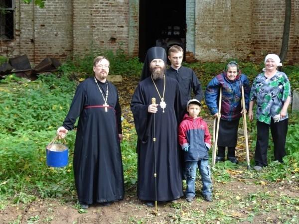 Посещение разрушенного старого храма Лебяжского района
