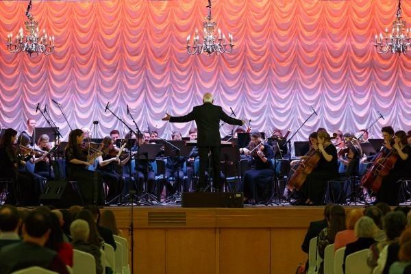 Выступает концертный симфонический оркестр Московской консерватории