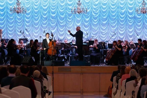 Виолончелист, доцент Московской консерватории Кирилл Родин исполняет «Вариации на тему рококо» П.И. Чайковского