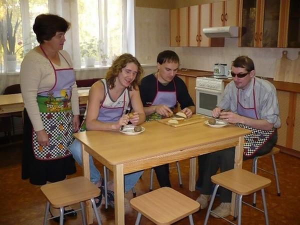Инвалиды возвращаются в центры реабилитации слепых