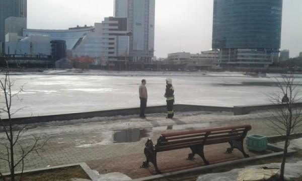 В Екатеринбурге прохожий спас тонущего мальчика