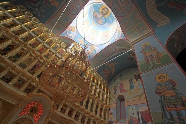 Иконостас собора св.Николая выполнен ярославскими мастерами