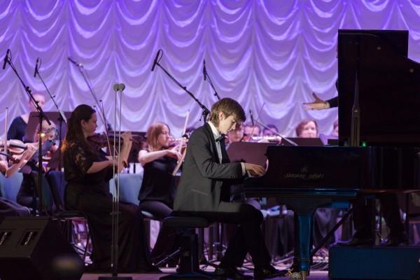 Пианист Даниил Харитонов, лауреат российских и международных конкурсов исполняет 1 часть «Концерта №1» П.И. Чайковского