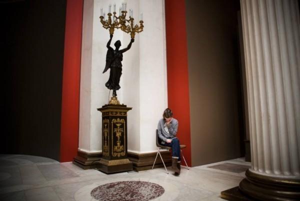 Недоступная среда. Девочка в музее