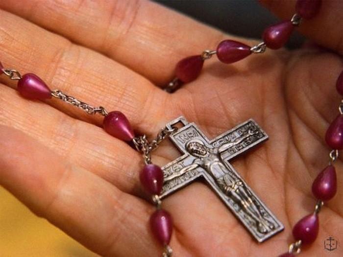 зачем оставляют крестик в церкви носят прямо голое