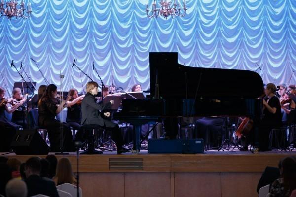 Победитель XV Международного конкурса имени П. И. Чайковского (2015), обладатель I премии и Золотой медали пианист Дмитрий Маслеев исполняет 2 и 3 части «Концерта №1» П.И. Чайковского