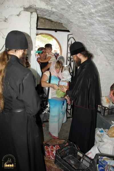 14.-Беженцы-в-Святогорской-Лавре