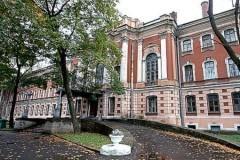 По подозрению в убийстве двух медсестер в Петербурге ищут троих солдат из госпиталя