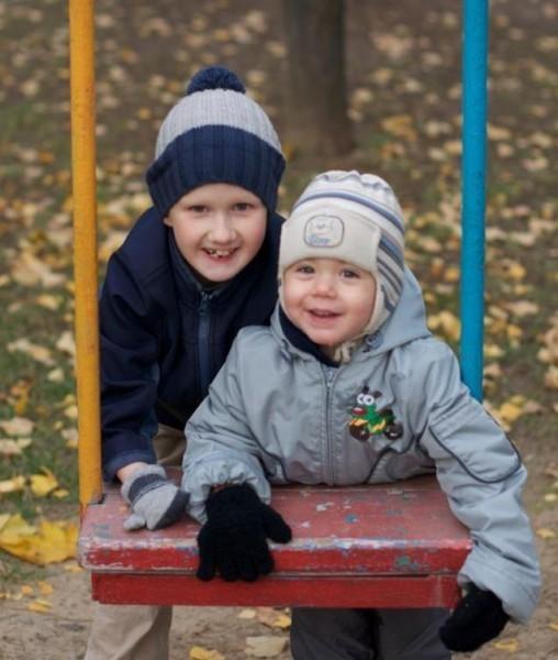 Денис с братом