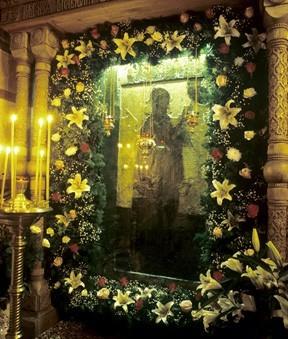Боголюбская икона в специальной витрине в Успенском соборе Княгинина монастыря