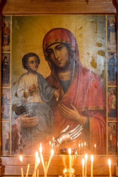 Икона Богоматери Троеручица