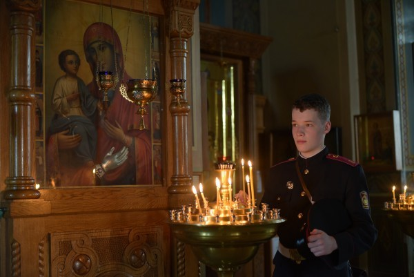 У иконы Божией Матери «Троеручицы» в Киевском Троицком Ионинском монастыре