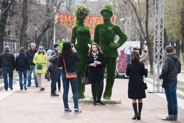 «Зеленая женщина» и другие украшения Москвы – креатив или безвкусица?