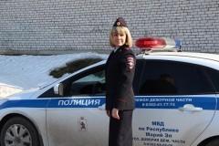Путин поручил запретить оставлять детей одних в машине