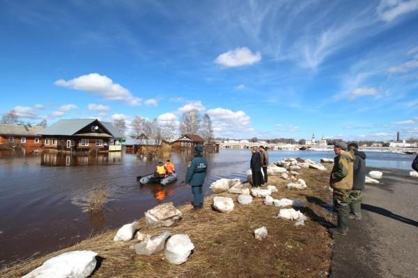 Великоустюжская епархия оказывает помощь в восстановительных работах после наводнения