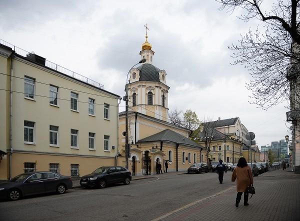 Патриарх Кирилл принял участие в вечернем богослужении на Пюхтицком подворье в Москве
