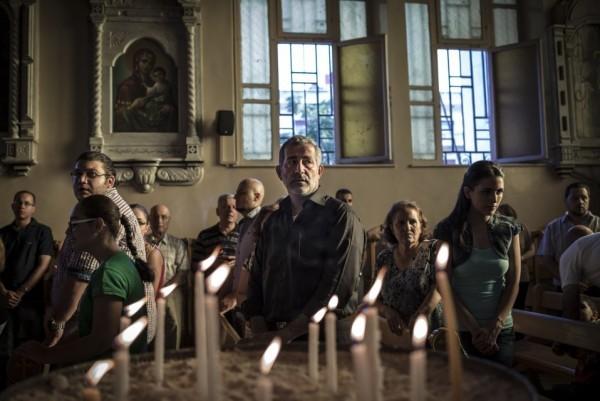 Сирийские христиане на службе в греческом православном храме Святого Креста