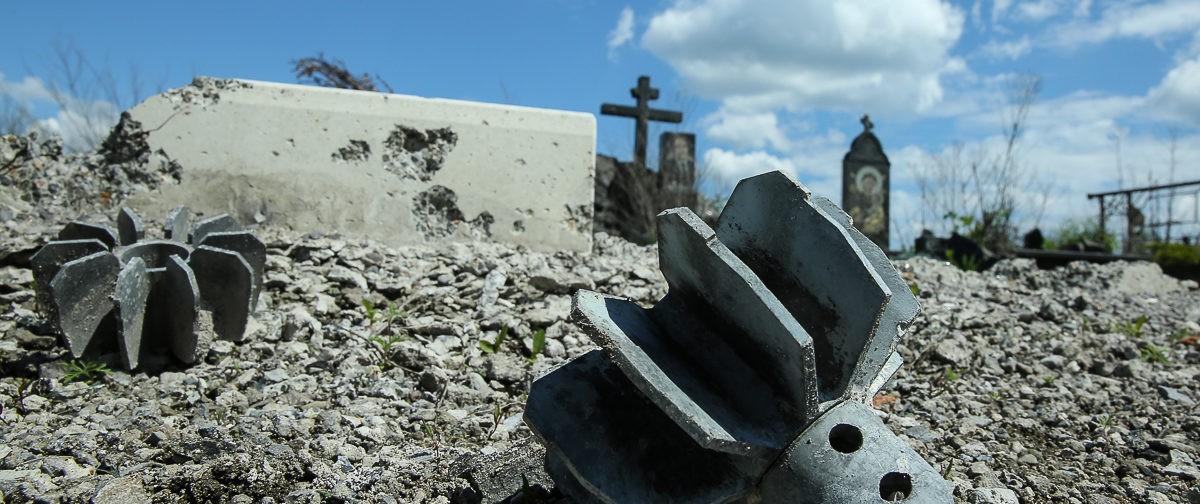 Радоница в Донецке — под звуки взрывов (фото)
