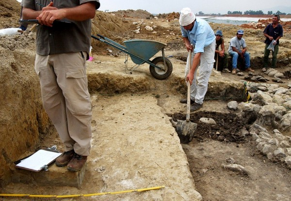 Греческий археолог заявил, что нашел могилу Аристотеля