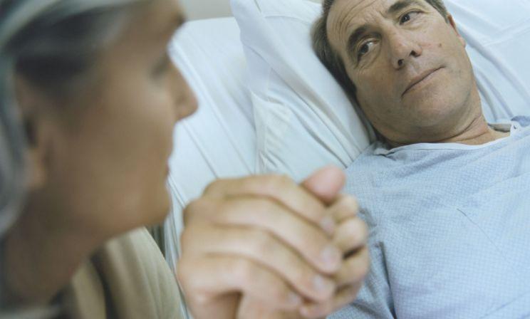 «Муж трижды избежал смерти, потому что у нас была надежда». Как любить жизнь, когда у близкого диагностировали рак