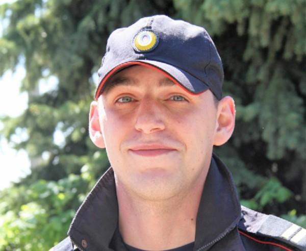 Полицейский бросился в канал имени Москвы, чтобы спасти женщину