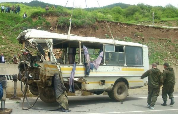 Шесть офицеров РФ погибли, 16 пострадали при падении автобуса в пропасть в Южной Осетии