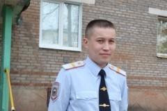В Иркутской области полицейский спас выпавшего из окна ребенка