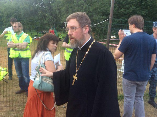 Противники строительства храма в парке «Торфянка» совершили очередное нападение на священника