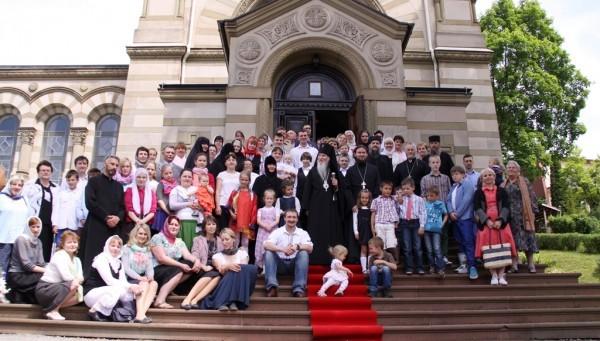 На ступенях храма в Бад Киссингене с архиепископом Марком