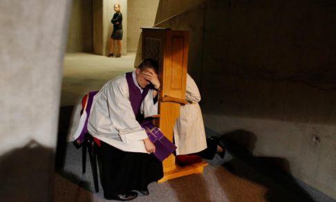 Почему у православных нет исповедальных кабинок?