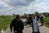 Активисты «Киевского патриархата» пытались сбросить автомобиль священника в реку