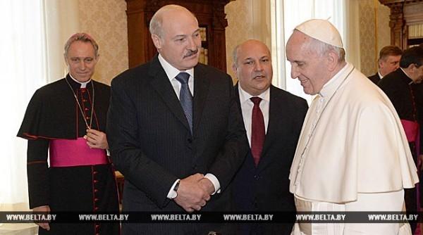 Лукашенко пригласил Патриарха Кирилла и Папу Франциска в Минск ради мира в Донбассе