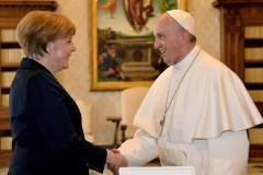 Папа Франциск получил награду защитникам европейских ценностей