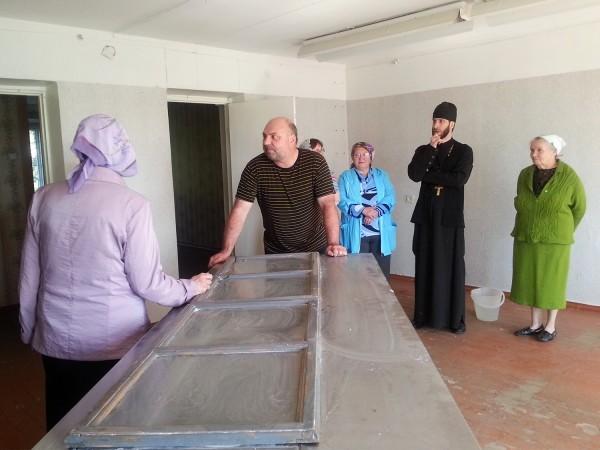 Игумен Силуан (Николаев): Молиться в бывший магазин идут все