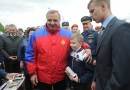 Глава МЧС наградил двух школьников за спасение людей