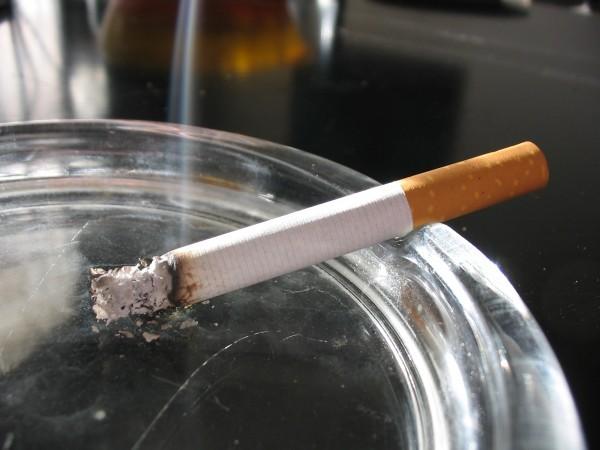 Минздрав запретит курить в автомобилях при перевозке детей