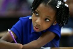 Девочка без обеих рук выиграла конкурс по чистописанию